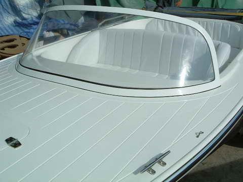 Exemplu de aplicatie: parbriz din policarbonat compact pentru barca