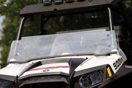 Exemplu de aplicatie: geam de protectie din policarbonat compact pentru utilaj off-road